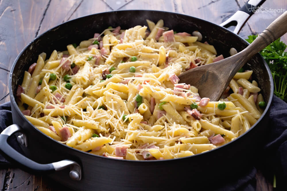 Need something in 30 minutes or less? Use your leftover ham to make this delicious one pot ham penne skillet!
